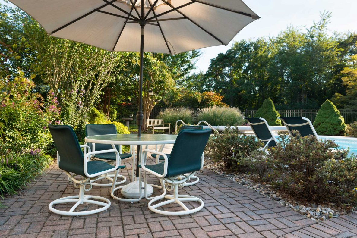 Simple Patio Designs with Pavers